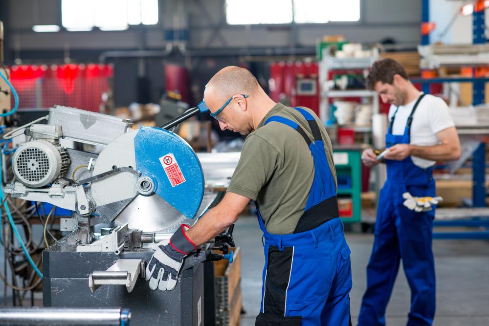 Craft Vally Tour operai al lavoro in fabbrica