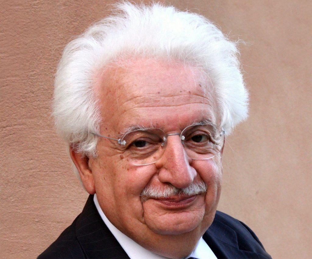 Bruno Gambarotta ammiccante e pensoso