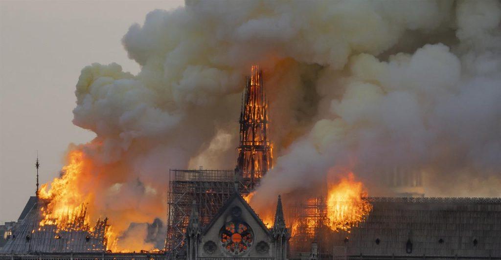 L'incendio della cattedrale di Notre Dâme